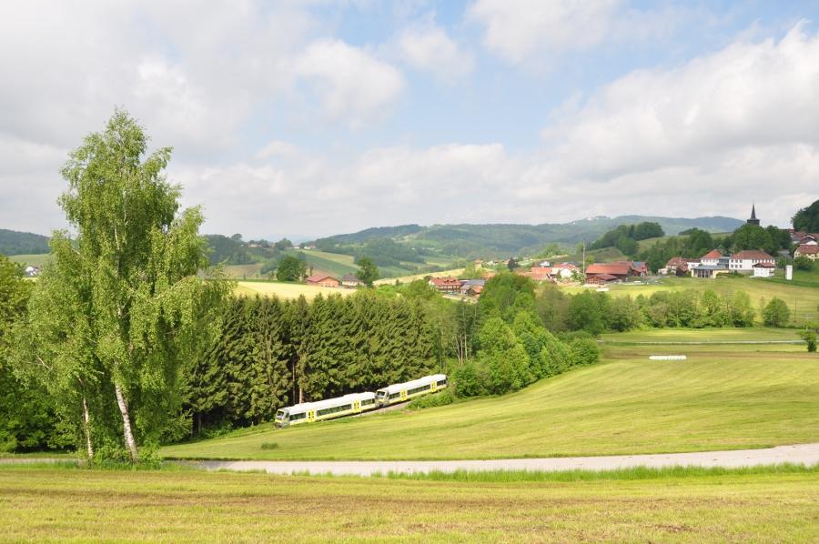Agilis-Triebwagen bei Karlsbach